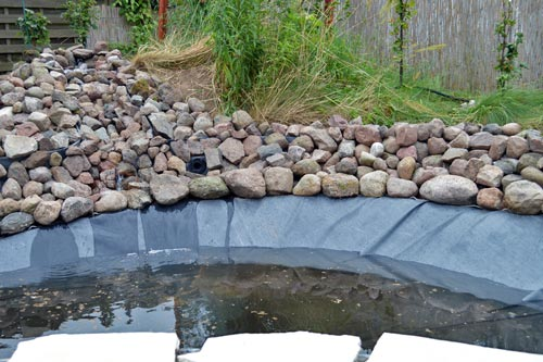 ein kontrastreicher goldfischteich - exklusive-gartenteiche, Gartenarbeit ideen