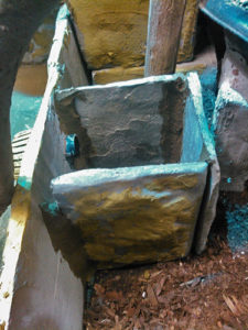 Pumpenschacht-aus-Teichcompound